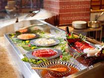【朝食】新鮮な魚介を集めた刺身コーナーお好きなだけお召し上がりください。