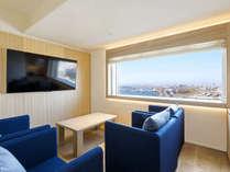 【客室】ジュニアスイート/46平米/ベッドが3台あり最大定員数は4名。眺望は全て『函館駅側』となります。