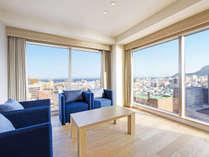 【客室】コーナースイート/54平米/角部屋スイートルーム。唯一、『津軽海峡側』を向いた寝室があるお部屋。