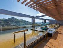 【大浴場】最上階の開放感たっぷりな天空露天風呂。
