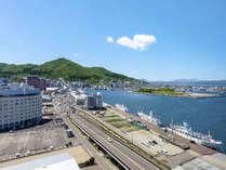 【景観】山側のお部屋からは函館山や金森倉庫群・函館湾がご覧いただけます。