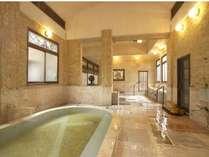浴槽・床・壁に贅沢に大理石をあしらった大理石風呂