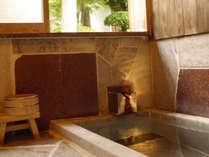 61番 63番のお部屋には源泉かけ流しの内風呂がついております。