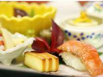 食べるだけでなく、目で見ても美味しい彩り豊かなお料理の数々。