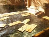 美肌の湯としても有名な下諏訪最古の源泉。泉質は肌に優しい弱アルカリ性。