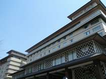 石水亭は館内でつながる3館からなります。写真は辛夷(こぶし)館外観