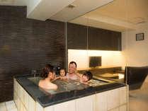 【貸切風呂】小さなお子様連れファミリーにも人気!広々とお使いいただける貸切風呂です。