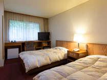 【ツインルーム】ご出張や、ご年配の方に人気のツインルーム。当館は全室WiFi完備しております。