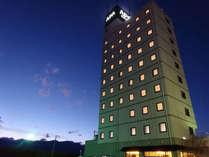 アパホテル<甲府南>外観(夜間)