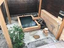 和室6畳とデラックスツイン【大露天6坪東屋風屋根付檜風呂】