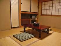 湯治部屋(写真は6畳部屋です)こじんまりとしていますが、清潔で快適にリーズナブルにお過ごし頂けます。