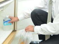 各客室には、保冷庫をご用意しております。お持ち込みのドリンクを冷やせます。