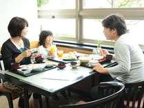 7時~9時30分まで定食形式の朝食をご用意しております(1階朝食会場にて)。