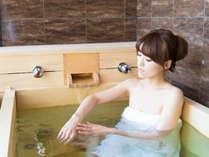 【客室露天風呂】新たに天然温泉客室露天檜風呂がお目見え♪美人湯をお部屋でも♪