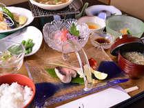 """*お夕食一例/新潟の海の幸を中心とした""""京風会席料理""""をご堪能下さい。"""
