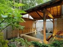 女性用大浴場『静香の湯』から続く露天風呂。ゆっくりと温泉をお楽しみください