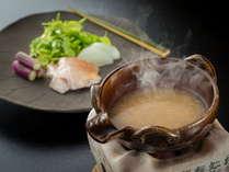 ノドグロの塩麹鍋など、季節のお料理でおもてなし