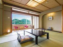 《本館和室》10~12.5畳。ゆったりした広さで一番人気のお部屋です。