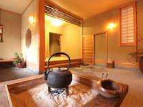 【玄関】伝統的な囲炉裏。竹田の自然の音色、都会では味わえない贅沢なひとときを♪