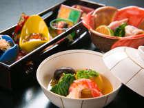 彩り豊かな食材を盛り付け、見て美しい、食べておいしい、純会席です。