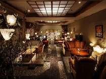 優しい灯りに照らされたロビーでごゆっくり、おくつろぎ下さい。6:30~23:00までカフェサービス有り。