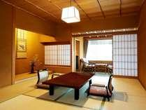 【スタンダード和室】数寄屋造り、木のぬくもりに満ちた空間でごゆっくりとお寛ぎ下さい。