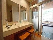 *【別館_貸切露天風呂】50分3000円 金泉露天風呂と六甲の沸かし湯の内湯2つの浴槽がございます。