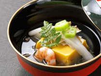 【夕食一例】日本料理の真髄[椀物]。こだわりギッシリの出汁・素材。味と共に香り・見た目も愉しんで下さい