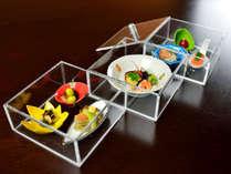 *【夕食一例】前菜は味の玉手箱。三段重にてご用意