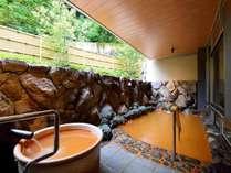 *【大浴場A-露天風呂・金泉】内湯は自家源泉の2種を堪能