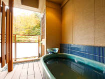 *秋【自家源泉露天風呂付客室】有馬三山の湯槽谷山を臨めるテラス&露天風呂でございます。