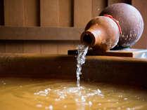 *【金泉露天風呂付・特別室】お部屋の露天風呂は2名でも入れる広さの浴槽です。