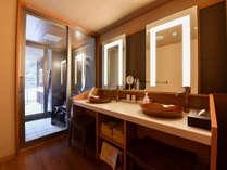 *【金泉露天風呂付・特別室】洗面台は広々と2台ございます