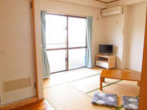 清潔感のある和室タイプ。エアコン・ユニットバス・トイレ・テレビ完備で快適。