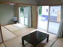 ■ゆったり和室■室内は6畳和室と4.5畳和室が並んでいます。冬季は暖房器具があります