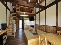 13 木の香いっぱいのお部屋、ちゃぶ台がレトロです、
