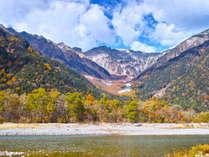 【上高地】錦秋の上高地はひときわ美しい景色を見せてくれます