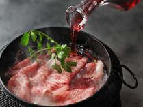 【特別会席】ワインと和牛を贅沢に味わうワインすき鍋会席。長野ワインは有名な信州ならではの一品。