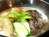 本格的な水冷麺はダイニングで1番人気です