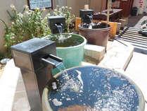 【3種の壺湯】体がすっぽり収まる壺湯♪並々注がれる湯が贅沢な気分に♪(あがりゃんせ)