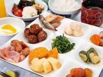 *【朝食】好評の和洋ハーフバイキング!栄養バランスよくお召し上がり頂けます♪
