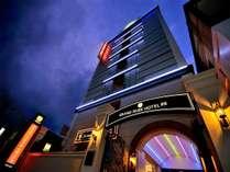 八戸の中心街にそびえ立つ、ワンランク上のデザイナーズホテル。