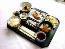 1階レストランにて和定食を680円にてご用意しております。
