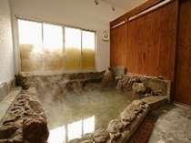 人気の岩風呂。貸切可(45分まで)朝の9時まで、オールナイトで入浴可能で☆【貸切無料】です♪
