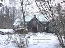 冬。静寂の森に佇むシャレーグリンデル