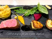真空調理の牛フィレ肉にフォアグラとドフィネ風グラタン