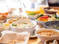 """【朝食バイキング】宿泊者の3人に2人が利用されます!イチオシは5種のカレーと郷土料理""""うずみ""""です♪"""