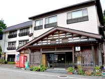 ■外観■景勝庄川峡の奥に佇む一軒宿。JR砺波駅からタクシーで30分、北陸自動車道砺波ICより30分です★