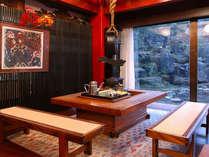■囲炉裏■ロビーの大きな窓のそばには囲炉裏がございます♪囲炉裏を囲んでお茶でも一杯いかがですか?