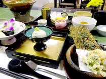 *ご夕食一例/季節の味覚を盛り込んだ「和食懐石」